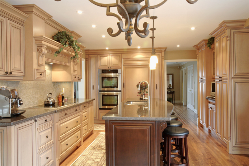 Fantastic kitchens ltd woodbridge on 161 westcreek dr for Kitchen cabinets regina